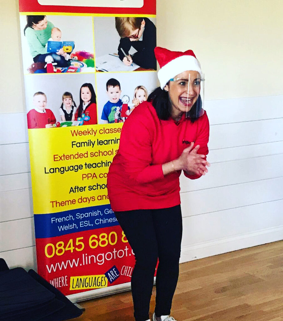 Lingotots tutor presents a class with a smile